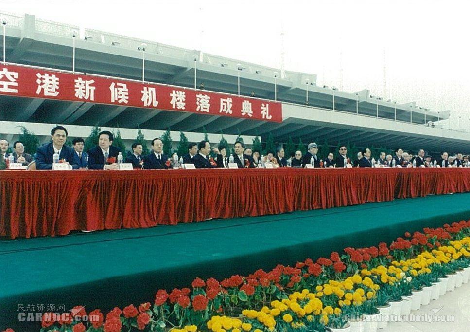 1996年厦门机场T3候机楼落成