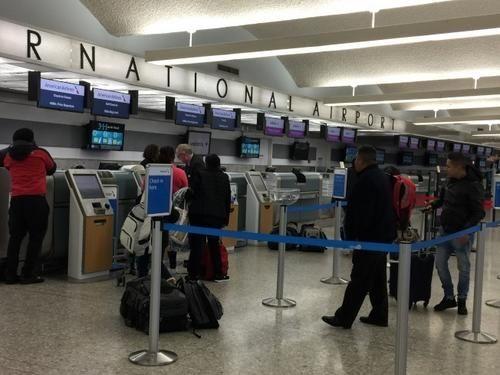 机票超售华人回美上不了机:网上提前办登机