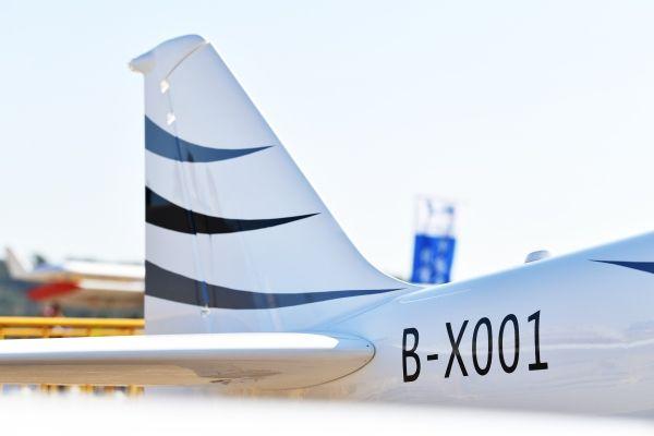 XF21飞机获中国首张实验类飞机国籍登记证