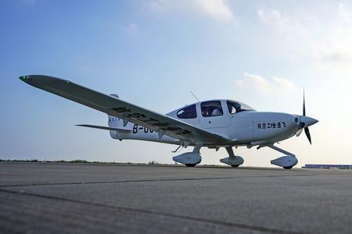 西锐SR2X获中国PC 首批两架飞机交付用户