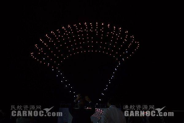珠海航展通航之夜 300架无人机上演灯光秀|新闻动态-飞翔通航(北京)服务有限责任公司