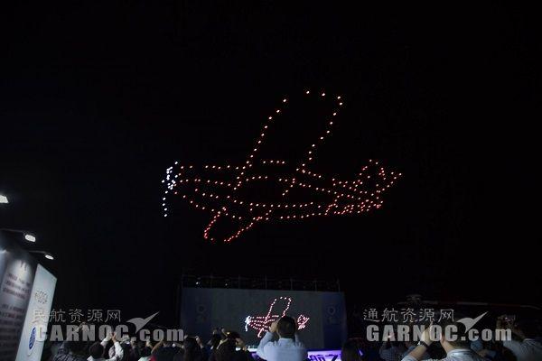 珠海航展通航之夜 300架无人机上演灯光秀