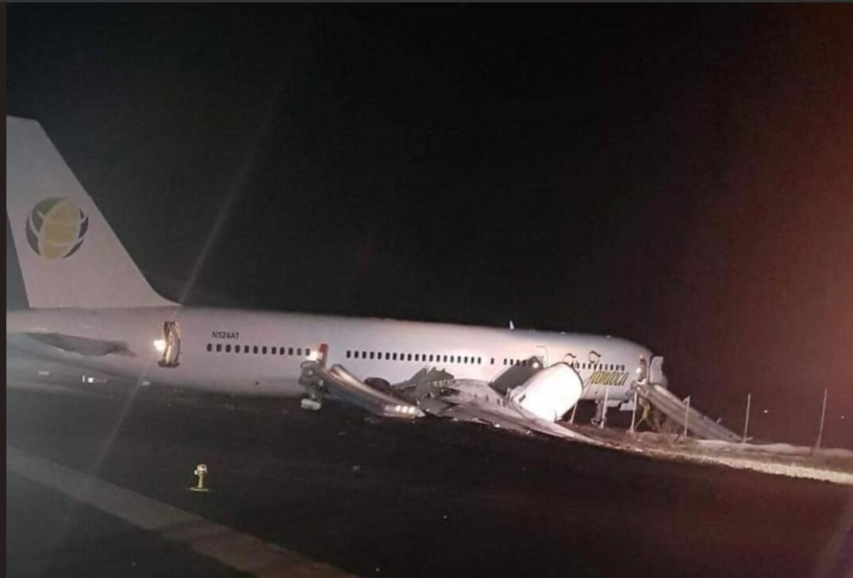 一架波音757客机在圭亚那紧急降落时冲出跑道