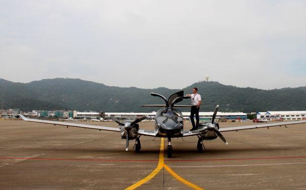 万丰钻石DA62飞机在珠海航展完成中国首秀|新闻动态-飞翔通航(北京)服务有限责任公司