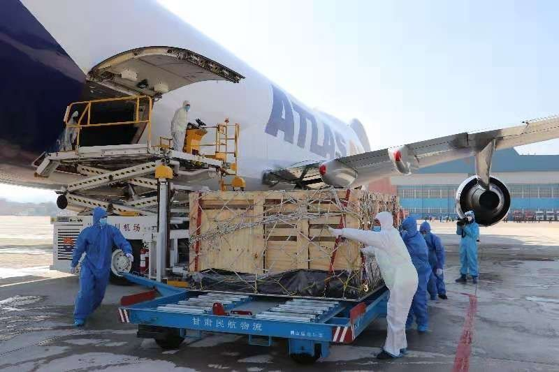 甘肃航空物流完成1344只澳大利亚种羊包机运输