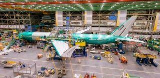 首架波音777X试飞飞机总装成型