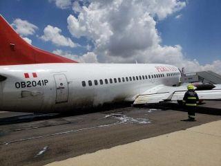秘鲁航空客机降落时起落架坍塌 无人受伤