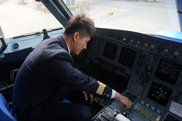 东航济南飞行部师国鹏机组保障晕厥旅客侧记