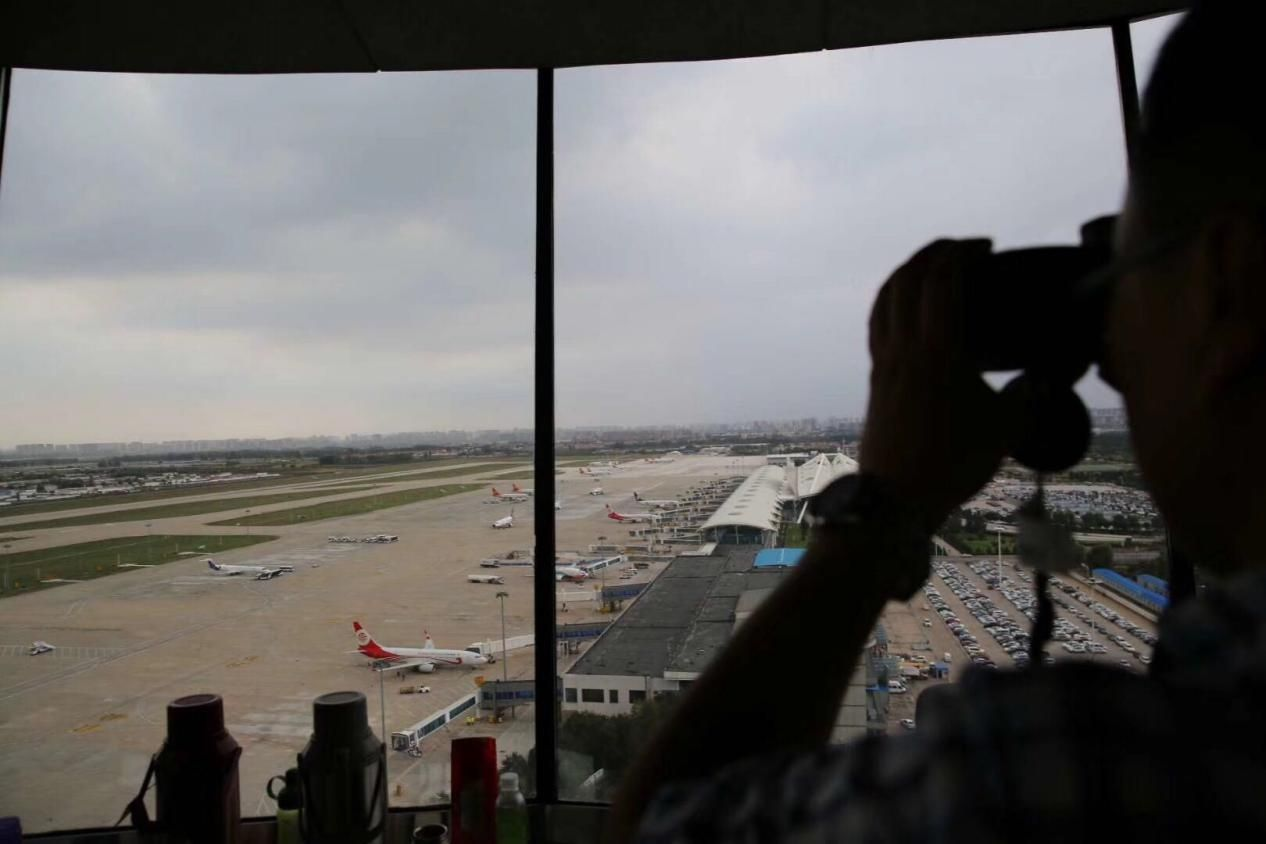 呼和浩特机坪管制移交进行时