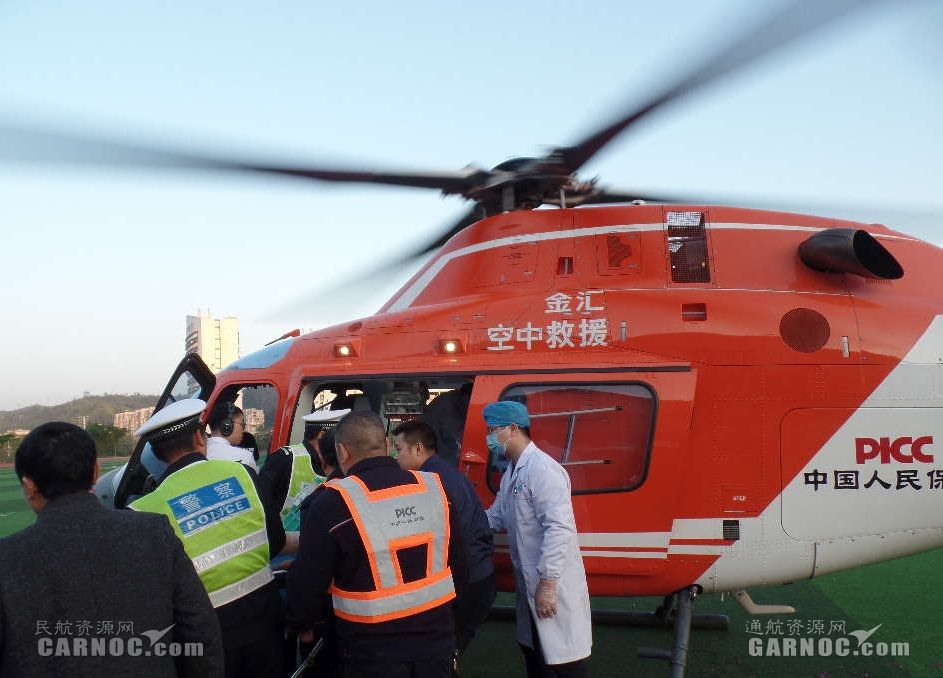 江西赣州:直升机紧急转运车祸伤者
