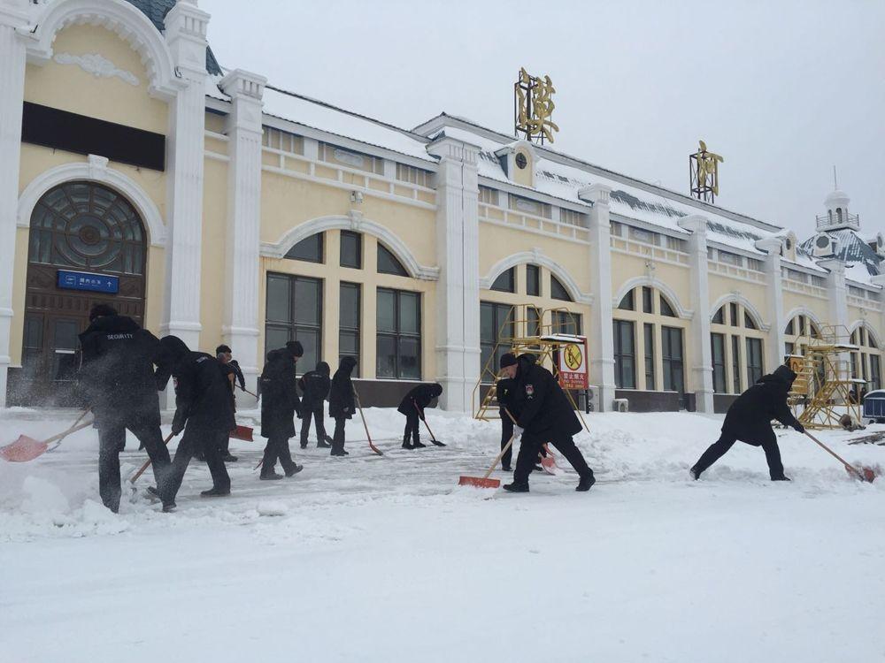 漠河机场积极应对入冬最强降雪