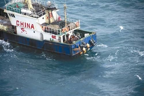 众人争分夺秒 直升机紧急救援受伤船员