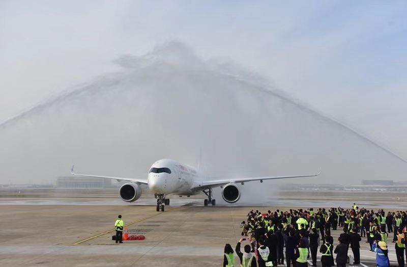 东航首架A350-900惊艳亮相 全球首发包厢式公务舱