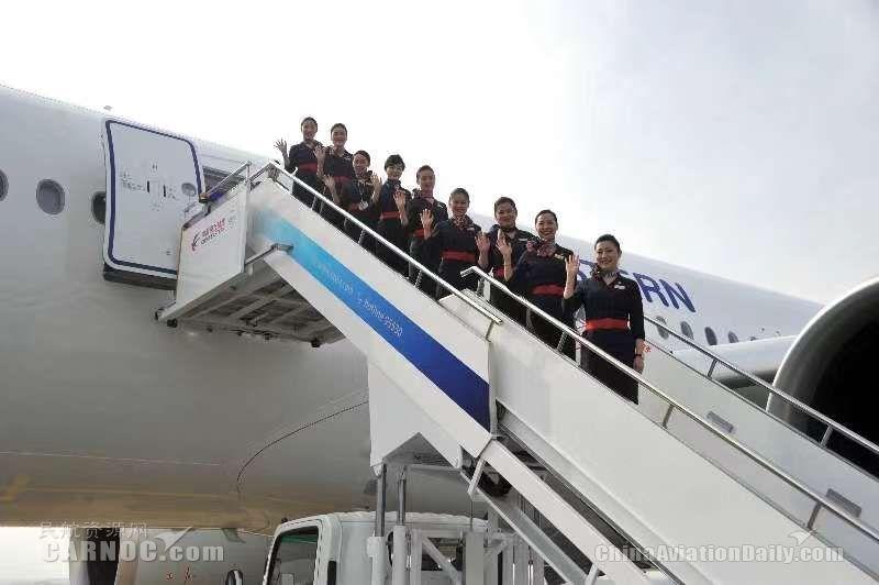 图:东航A350飞机接机机组人员 东航供图