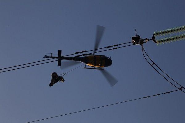 国内首次!南方电网直升机带电X光检测作业成功