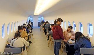 餐厅的各个细节都给人一种登机的真实感,吸引了许多学生前来参观体验、就餐。来源:视觉中国