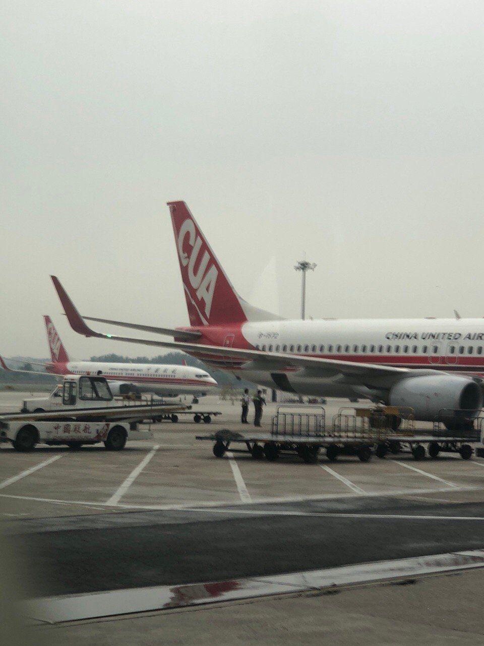 南苑机场场内非常的繁忙,早班很多