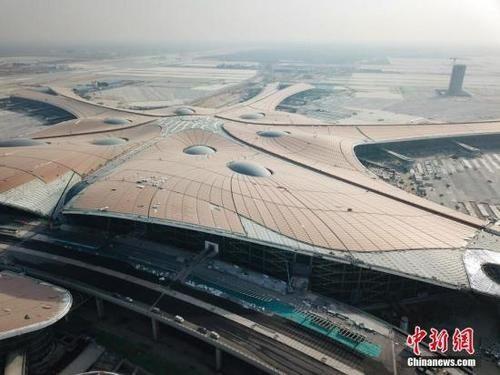 北京新机场轨道交通全面铺轨 明年9月试运营