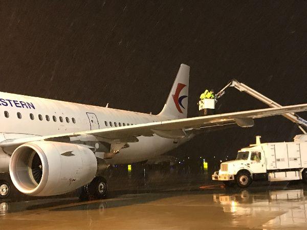 东航技术山东分公司积极应对首场降雪