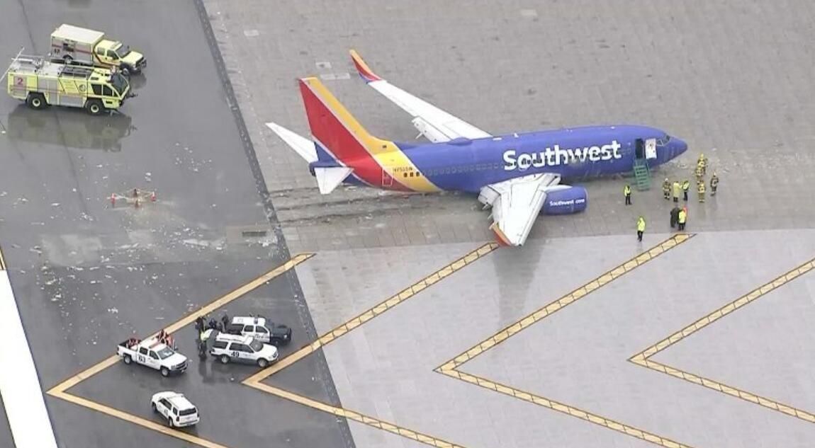 美西南航空客机降落时冲出跑道 无人受伤