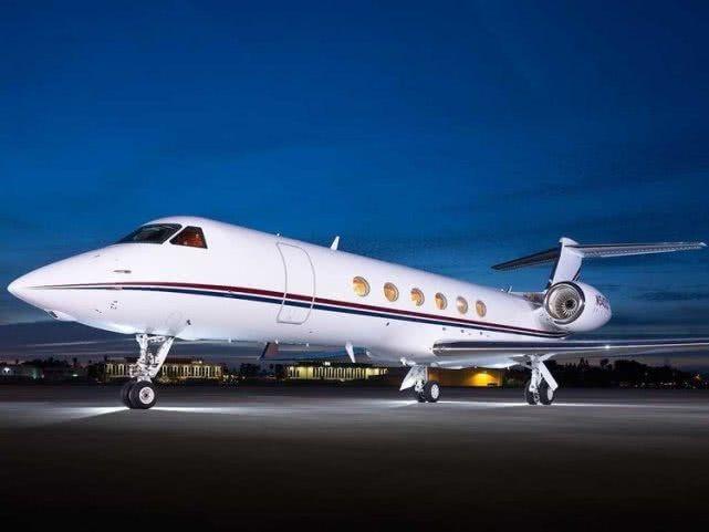 梅西豪掷1500万美元购飞机 悬梯刻一家五口名字