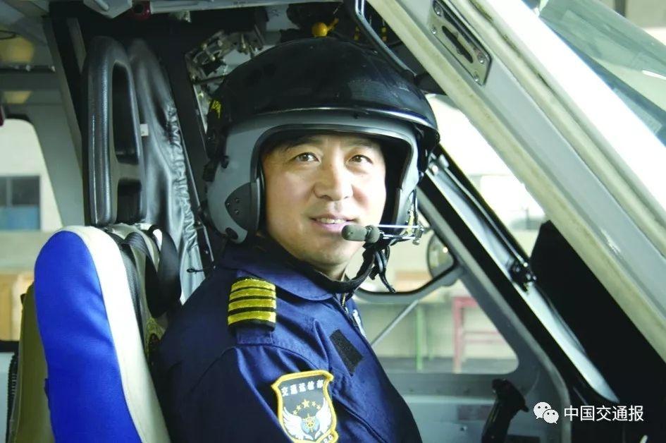 从绝境中挽救生命 他将救助飞行视为最崇高的事业