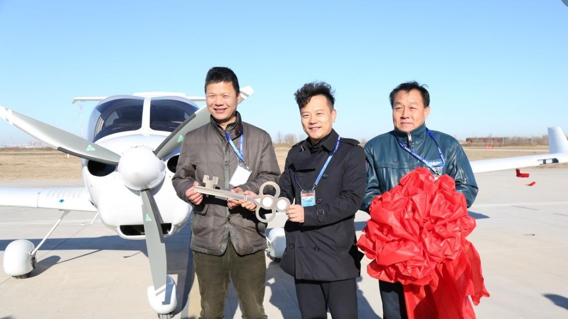 万丰航空交付国内首架DA40NG飞机