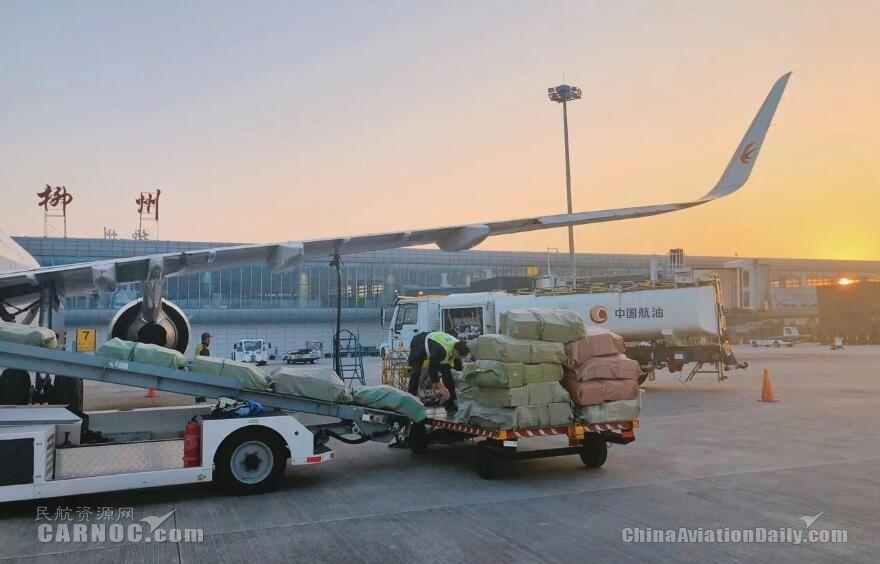 """柳州机场再迎""""双12""""货运高峰 单日货运量创新高"""