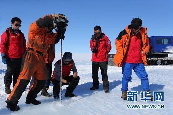 科考队在南极冰盖发现蓝冰机场选址区