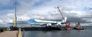 波音747上驳船开进波托马克河