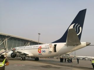 """山东航空""""全国质量奖号""""飞机。摄影:Ason"""