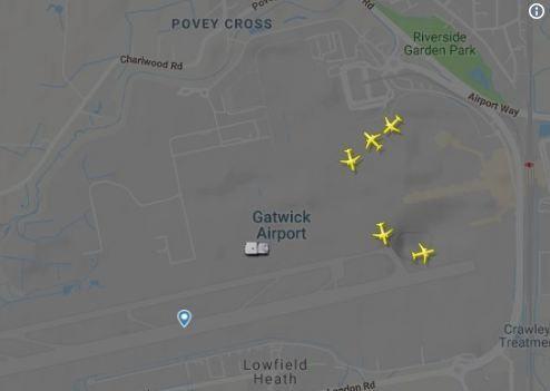 21日凌晨,陆续有飞机出现