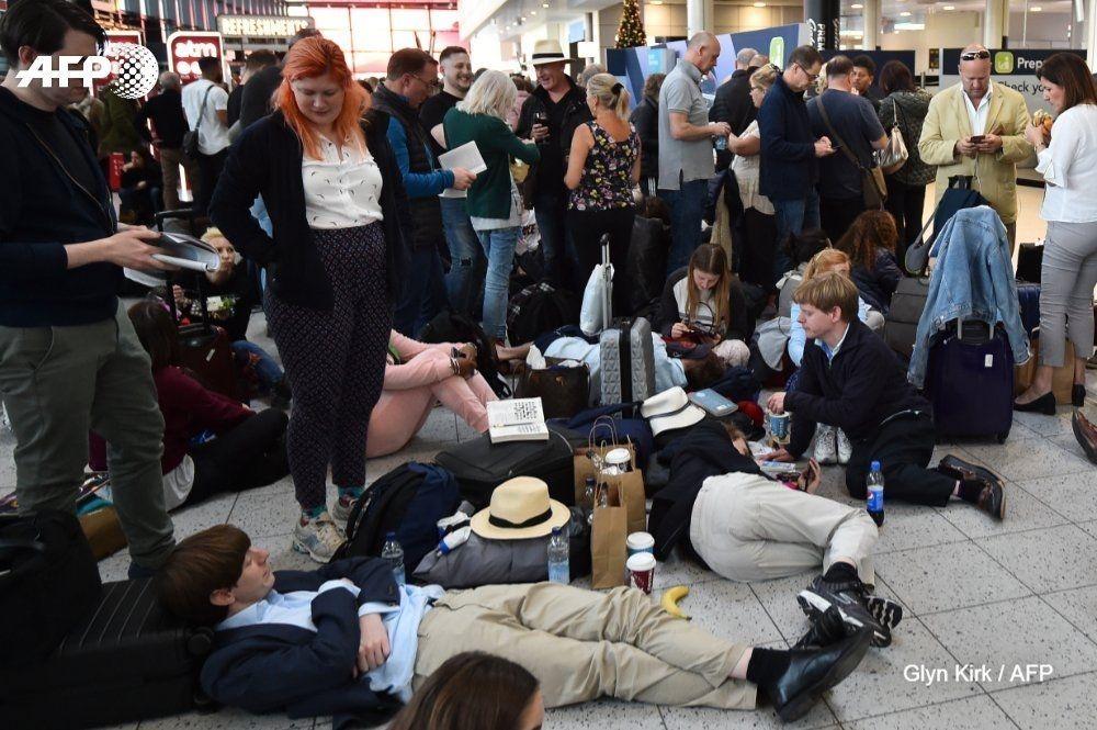 图:旅客滞留机场