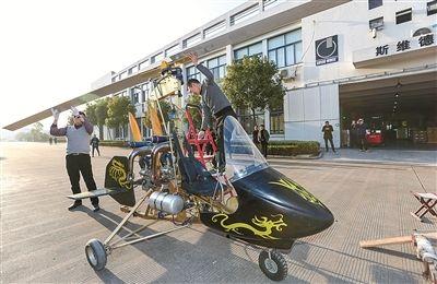 农民飞行家在宁波镇海造出超轻旋翼机