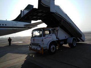 巴基斯坦航空客机与客梯车发生剐蹭 航班延误