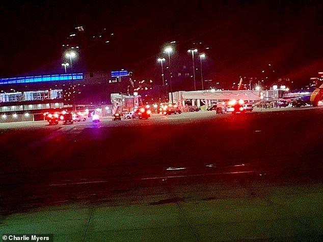 美机场廊桥倒塌致7伤 医护人员救人不成反受伤