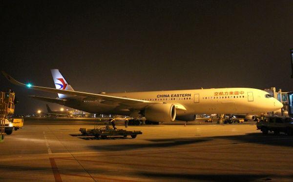 东航A350-900惊艳亮相首飞广州