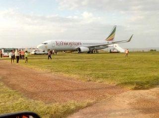埃塞俄比亚航空客机降落后冲出跑道 无人受伤