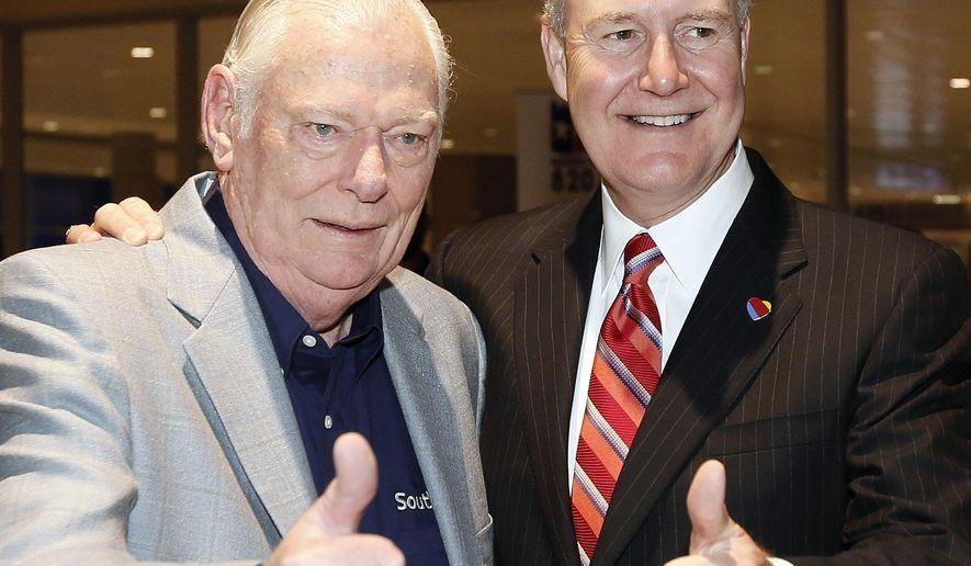 低成本航空模式开创者西南航空前总裁Herb逝世