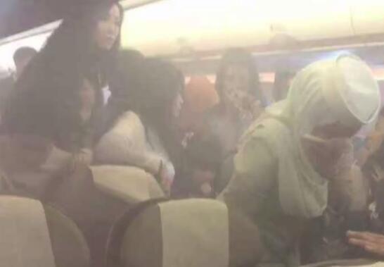視頻:香港飛文萊航班飛行途中充電寶爆炸起火