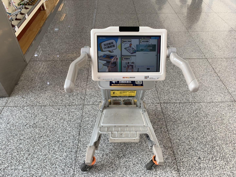 """智能手推车""""i3Q""""亮相乌鲁木齐国际机场"""