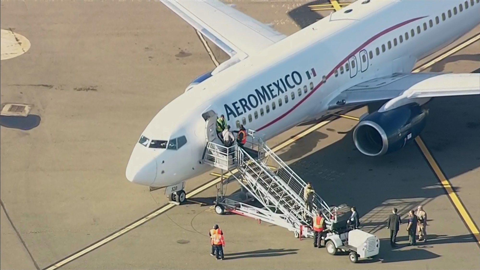 墨航航班备降奥克兰 延误数小时后乘客发飙被捕