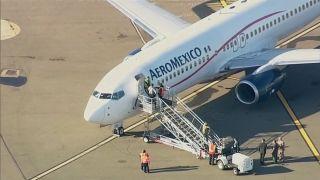 墨航航班備降奧克蘭 延誤數小時后乘客發飆被捕