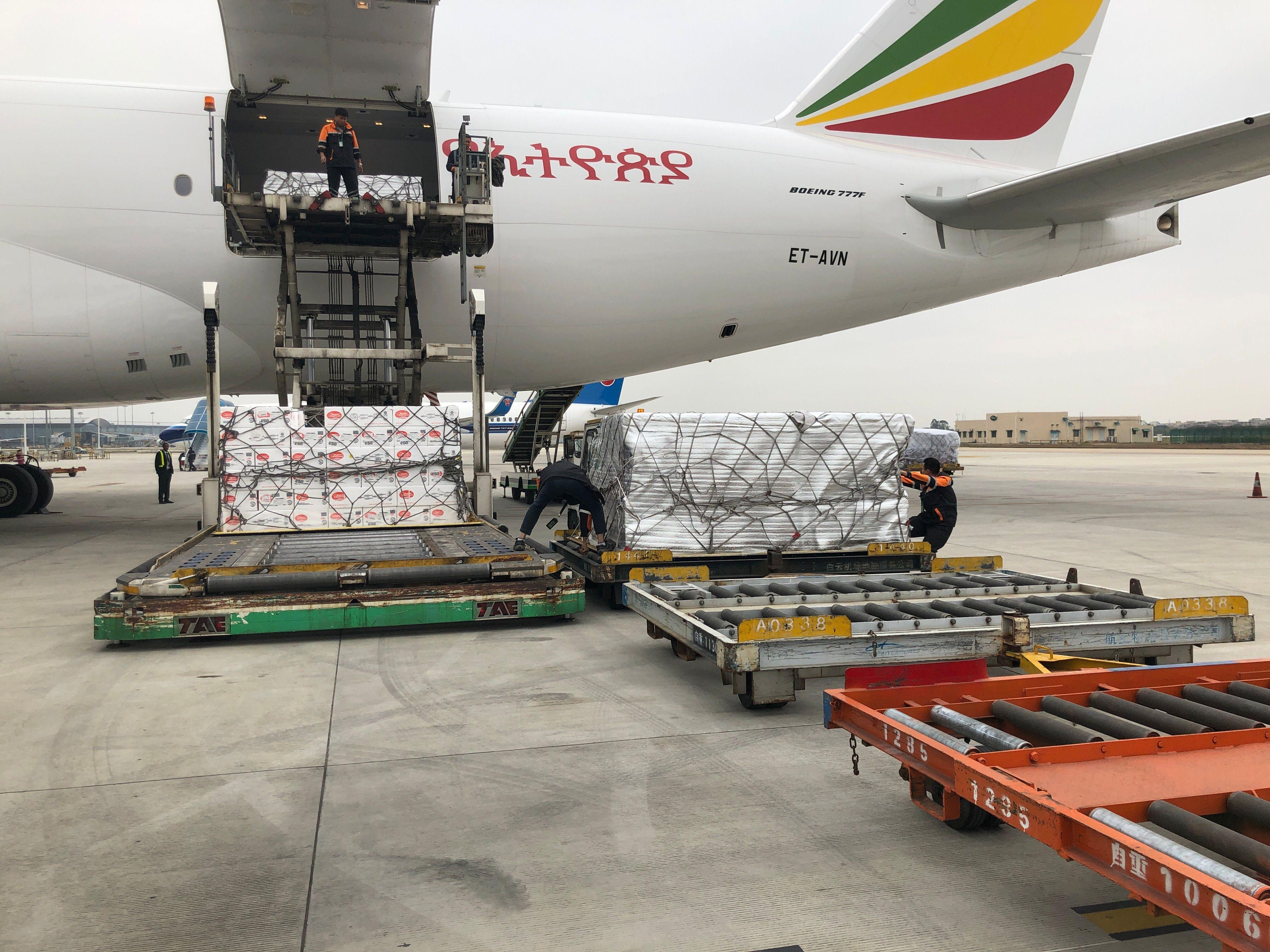 白云地勤保障2019年首班跨境冰鲜航班