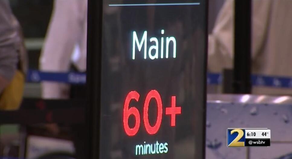 缺勤率飙升安检排长龙 美政府关门险让机场也停摆