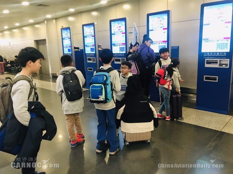 """首都机场在今年春运新上线了""""入境资料自助打印""""设备       首都机场供图"""