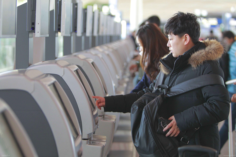 首都机场在3座航站楼内设置了179台自助值机设备    首都机场供图