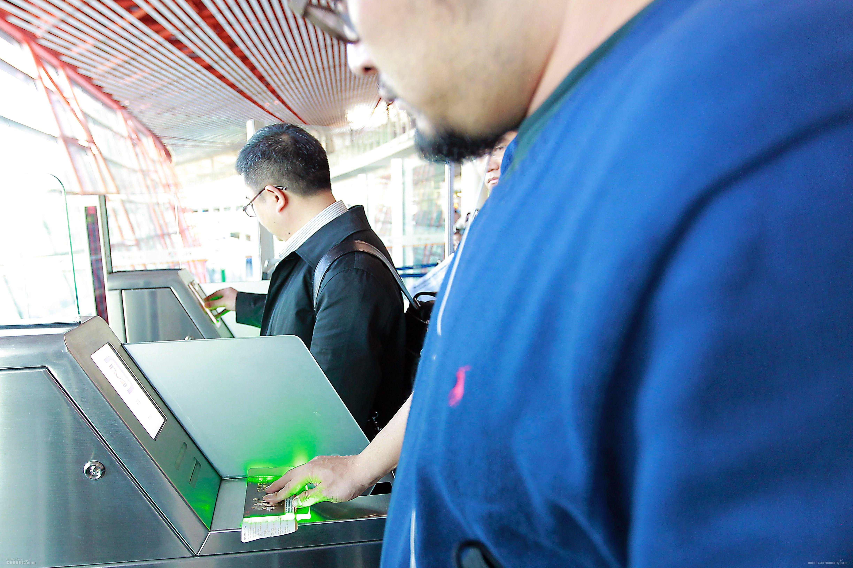 首都机场在T3-C推出了高效率的自助登机服务。     首都机场供图
