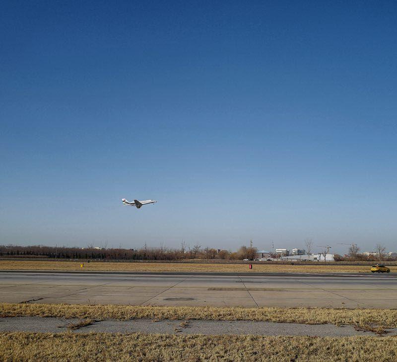 大兴国际机场迎来第一架飞机 启动飞行校验工作。