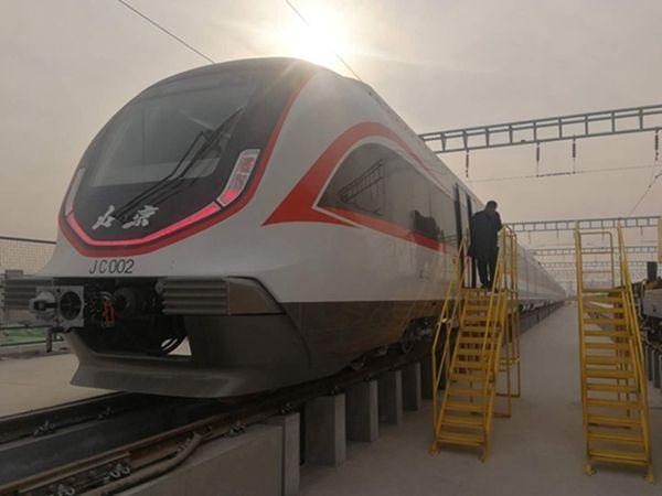 新机场线列车首次亮相 为全国最快轨道列车